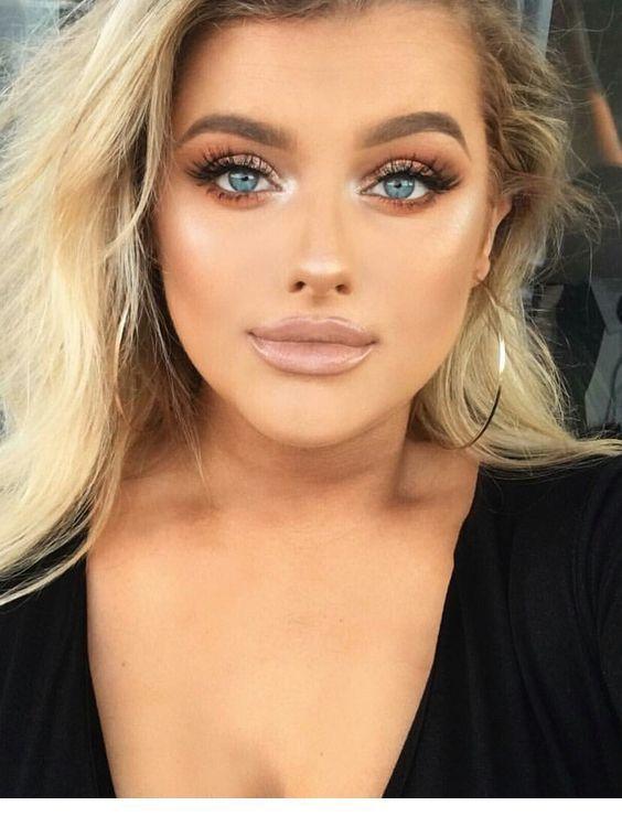 Make Up Tipps Schone Junge Frau Mit Dunkelblonder Haare Und Grosse Blaue Augen Perlen Ohrrin Makeup Fur Blaue Augen Schminke Fur Die Hochzeit Dunkelblonde Haare