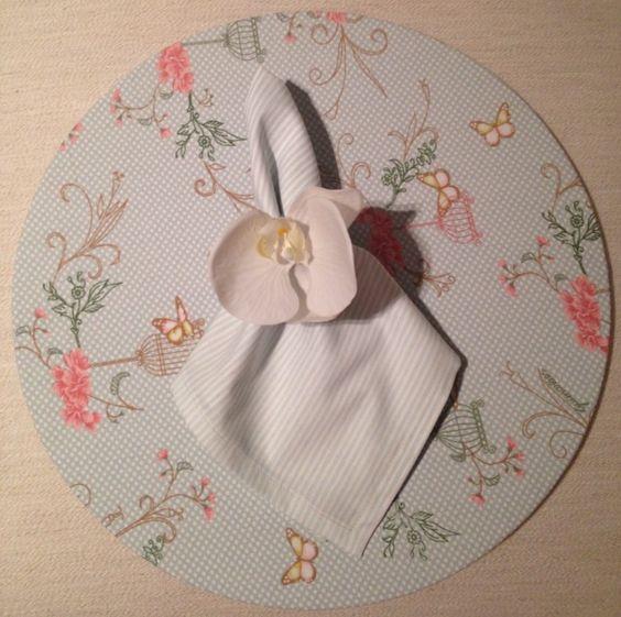 Sous-plat dupla face + porta guardanapo de orquídea + guardanapo listrado. @fazendoartemaison