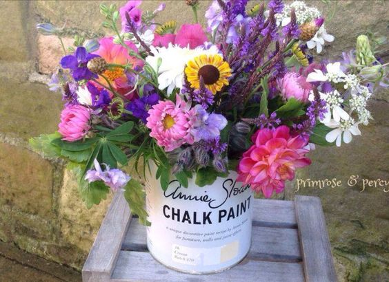 I don't know about you , but I hate to throw away my Annie Sloan paint pots - perfection