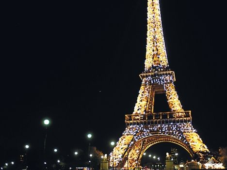קלישאות שרק פריז יכולה לנפק - למה הוא רב מכר המרכיבים הסודיים של האהבה מאת ניקולא בארו