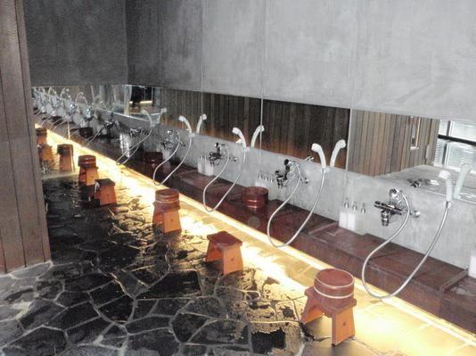 Sit-down shower stalls found at most onsen