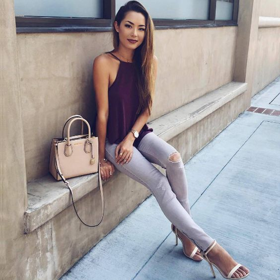 Серый цвет, пожалуй, даже более нейтральный, чем черный, ведь он не такой насыщенный, и в то же время идеально сочетается практически с любым цветом. Модный узкий силуэт и рваные детали делают такие джинсы – must-have гардероба практически любой современной женщины. Подобрать себе похожие серые джинсы вы сможете в JiST, теперь со скидкой. #fashionable #outfitidea: #stylish & #trendy #gray #skinny #jeans help to create #chic #summer #outfit #мода #стиль #тренды #джинсы #модно #стильно