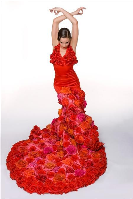 Flamenco Dress: Roses Rosas!    A bata de cola which formed a part of the exhibition held in Guggenheim Museum in New York in February of 2010.  Model: Selene Muñoz