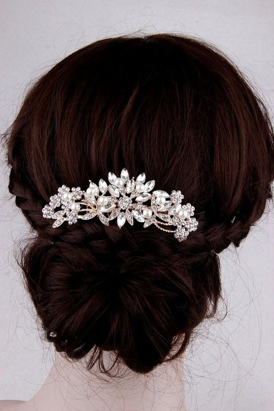 The most elegant rose gold bridal hair comb! Made with high quality crystals and pearls. It's a perfect addition to a traditional style veil or a birdcage veil. This crystal wedding hair piece is a beautiful jewelry for any wedding hairstyles. It is also a great eye-catching gift for brides or bridesmaids. SHOP NOW >>