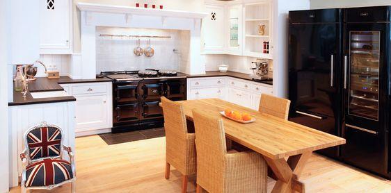 AGA wordt nog op ouderwets wijze in Groot-Brittannië gemaakt Daarom staan deze fornuizen ook geweldig binnen een een koloniaal britse keuken