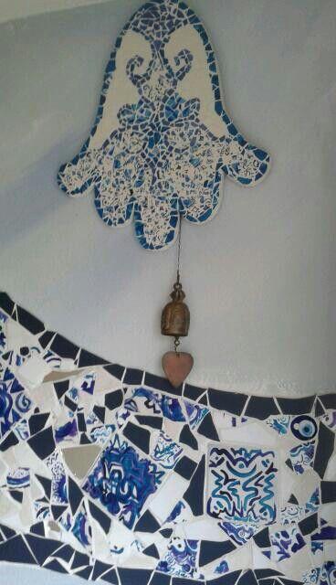 mozaïek van met glasverf geschilderde tegeltjes.  By Marjan Snoep