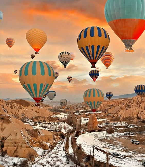 "💋💋Green Eyez💋💋 on Instagram: ""💫Sunrise in Cappadocia, Turkey💫 A must see experience. Is this on your bucket list? If so let me know below 👇 #turkey #hotairballoon…"""