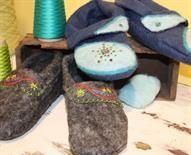 Wool felt slippers to sew.