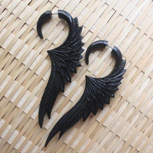 CELESTE - boucles d'oreilles de la jauge de faux - main découpée corne noire ailes - bijoux tribaux organique