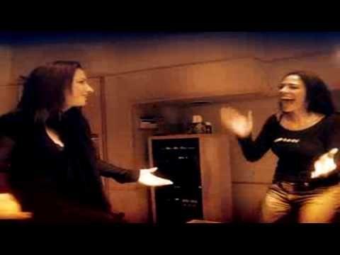 Gloria Estefan feat. La India - 90 Millas (Official Music Video)