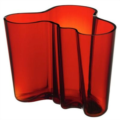 The iittala Alvar Aalto vase stays true to its form while taking on rich Large Flaming Red.