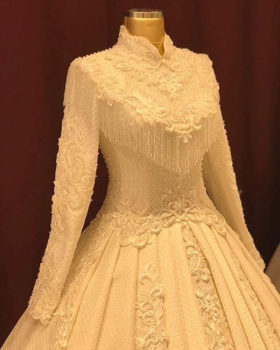 اناقه العروس في يوم الزفاف 7fb2b4500be67ea457af7a1f6764c80b.jpg