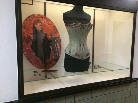 Gemeentemuseum Den Haag - Romantische Mode, Mr Darcy meets Eline Vere 11-10-2014 t/m 22-03-2015