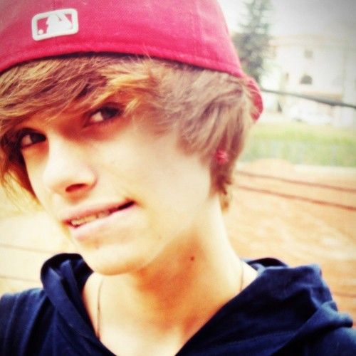 Imgs For > Tumblr Boy With Brown Flippy Hair | teenage ...
