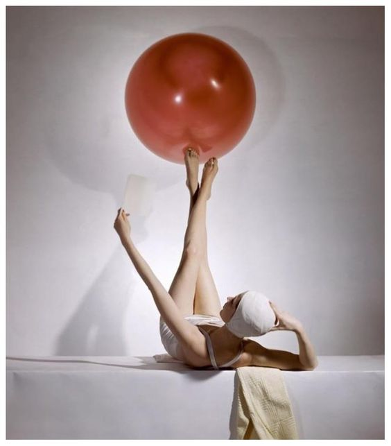 Photographer: Horst P. Horst (1941)