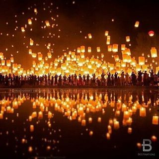 We have seen these beautiful lantern launches used at weddings which is truly beautiful! For a grand festivity put Yipeng Festival, Chiang Mai, Thailand on the list for their celebration! By: @nikcyclist via @fantastic_earth and @beautifuldestinations. #l
