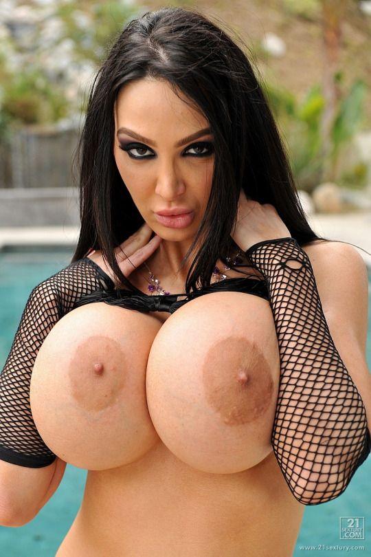 huge fake tits amy -