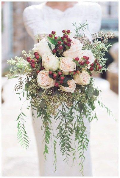 Winter Wedding Bouquets: Winter Berry
