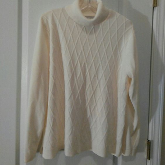 Ivory Turtleneck Sweater . Plus size Slightly worn.Really warm. Offers accepted! Sweaters Cowl & Turtlenecks