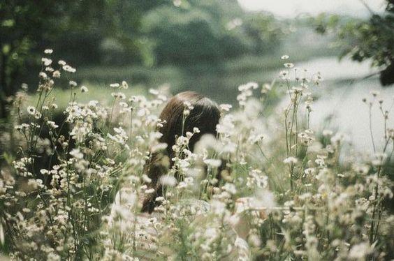 O amor verdadeiro começa lá onde não se espera mais nada em troca. Antoine de Saint-Exupéry\♥/
