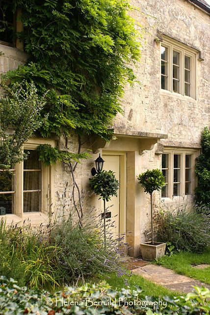 Classic Cotswold house Cream door