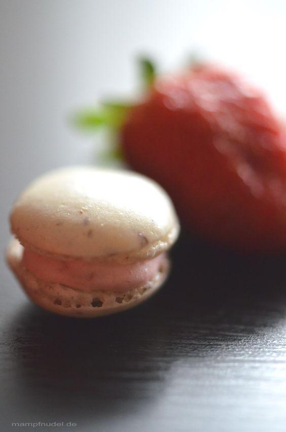 Erdbeer-Rhabarber-Macarons