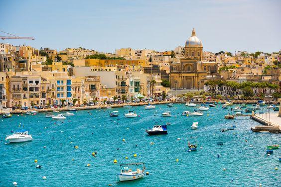 Malta é uma ilha ensolarada e cheia de praias encravada no Mar Mediterrâneo, em plena Europa! Veja escolas de Intercâmbio em Malta!