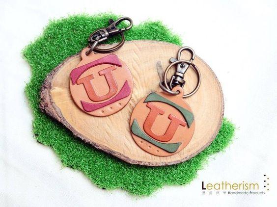 □サイズ:直径約50mm □レザーキーチェーンを手作りました。□鍵をかけたり、ジーンズやバッグにかけたりできること。□牛革で作成しました。□写真と実物と違って...|ハンドメイド、手作り、手仕事品の通販・販売・購入ならCreema。