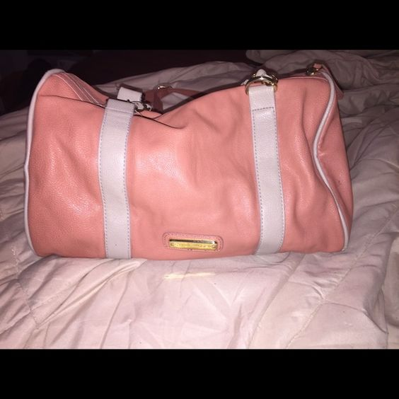 Steve Madden bag Salmon Steve Madden bag. Bought it used from another seller. Just wasn't what I was looking for :) In good condition. Steve Madden Bags Crossbody Bags