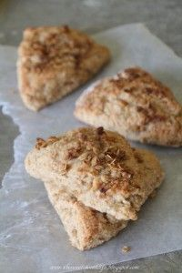 Appleless Applesauce Granola Scones