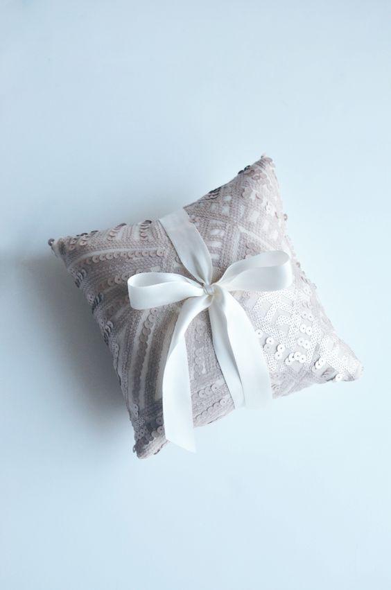 sequins ring pillow // mycakies.com