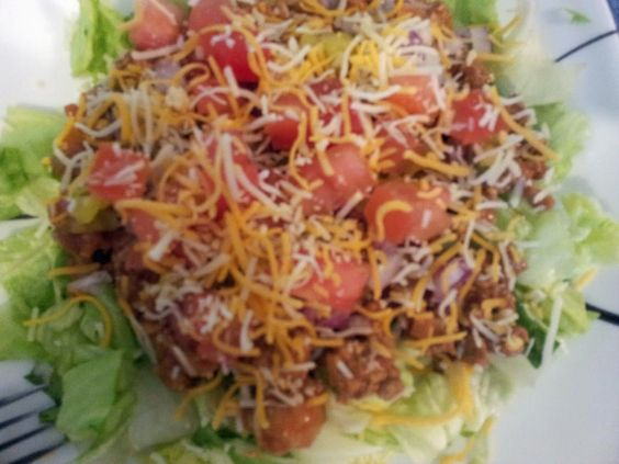 17 Day Diet Gal: Cheeseburger Salad (C1)  I made this for our lunches this week and it is SO good! -LRN