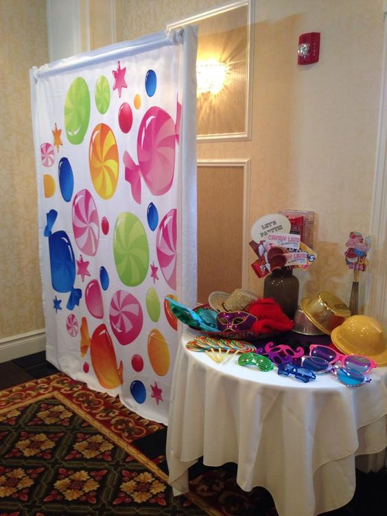 Candy backdrop to match the candy land theme love for Candyland bedroom ideas
