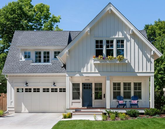Not a fan of visible garages on facades, but the rest of the house is pretty!: