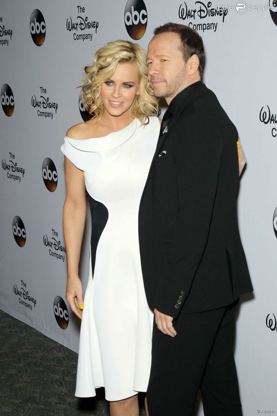 I love this dress!!! gorg! :) Jenny McCarthy et Donnie Wahlberg à New York, le 14 mai 2014.