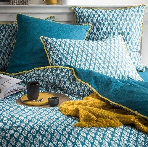 5 Idees Decoration Pour Une Chambre Bleu Canard Linge De Lit Bleu Parure De Lit Tete De Lit Bleu