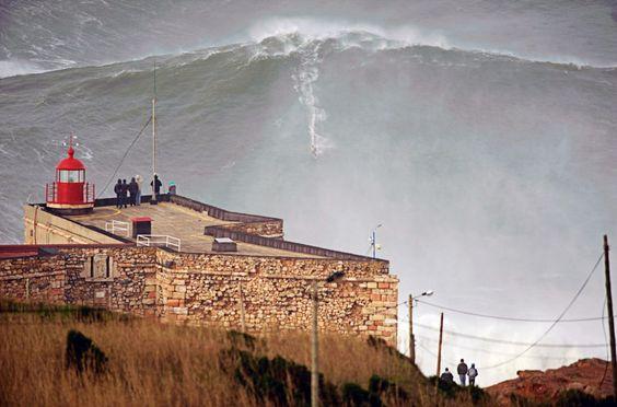 Garrett McNamarra @Nazaré, Portugal, von To Mane/Reuters/Handout