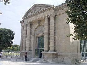 Le musée de l'Orangerie est un musée de peintures impressionnistes et postimpressionnistes situé dans le Jardin des Tuileries, à l'extrémité occidentale de la Terrasse du bord de leau, Place de la Concorde, à Paris.