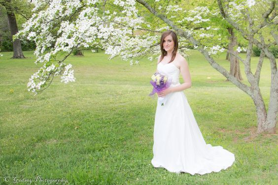 Wedding Photos. Using nature to accent the portrait. This is a spring bridal portrait. Outdoor wedding provide great photo opportunities. https://www.facebook.com/CGphotos1?ref=hl