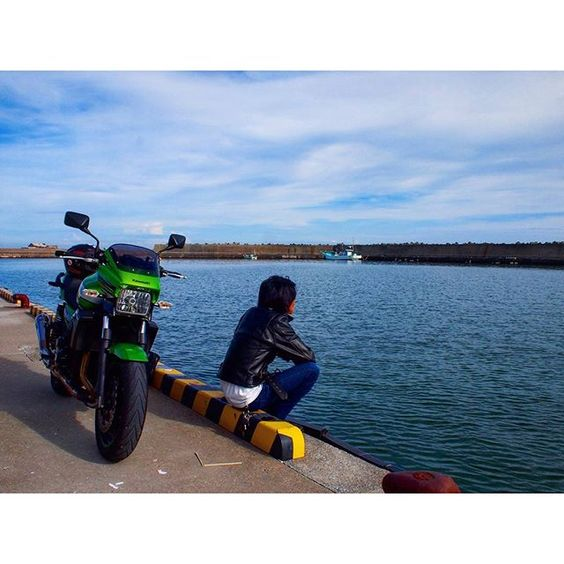 【syota330】さんのInstagramをピンしています。 《果てしなく自由を  #ファインダー越しの私の世界  #一眼レフ #海 #バイク #ツーリング #selfie #写真好きな人と繋がりたい #一人旅 #sonyalpha #trip #Kawasaki #camera #me #自然 #green #sea #カメラマンさんと繋がりたい #japan #日本 #公園 #motorcycle #風景 #park #japanese #olympus #🌊 #photographer #flowers #nature #photography》