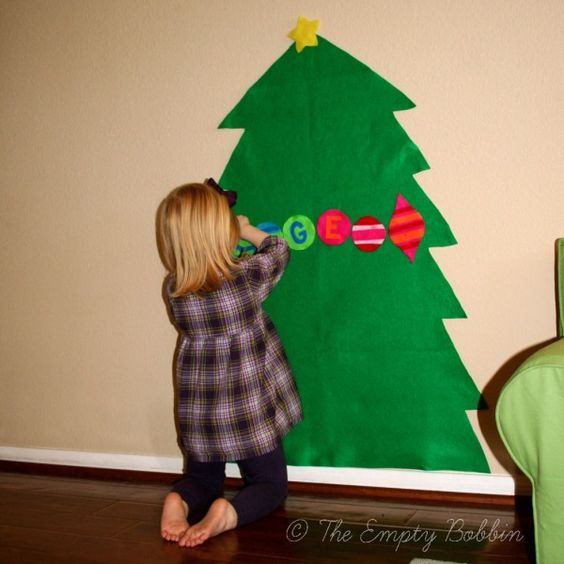 Large Felt Christmas Tree - keep kids entertained for hours decorating and redecorating. Love it!: Christmas Crafts, Tree Decorate, Felt Christmas Tree For Kids, Felt Ornaments, Kids Felt, Felt Christmas Trees