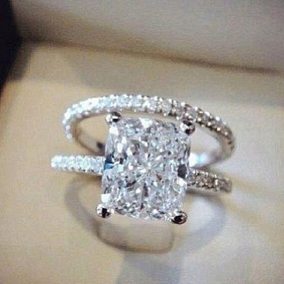 Exactly: radiant (possibly cushion) cut with slim band and matching wedding ring!