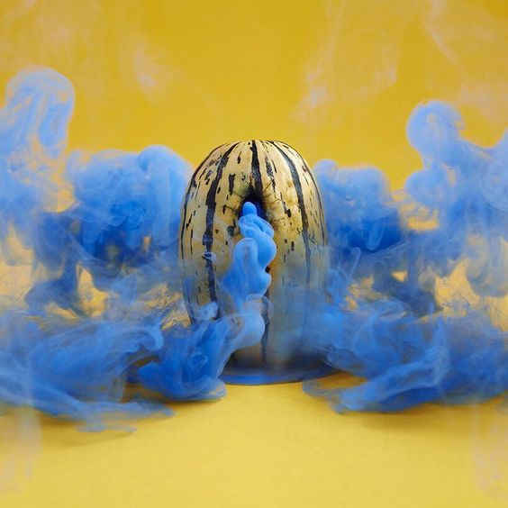 this delicata squash emits blue spoke by photographer maciek jasik where he imagines fruits and vegetables filled not with a fleshy edible interior but plumes and puffs of vibrantly colored vapor. @mjasik #foodart  see more on #designboom.com by designboom