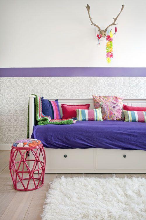 Kleurrijke kinderkamer | vtwonen  behang onderaan, bovenaan verf & in andere kleuren.