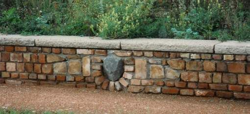 Kleine Mauer Aus Alten Ziegeln Mauer Mauerziegel Mauerstein