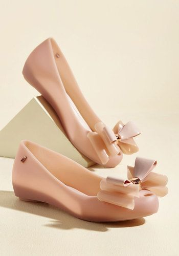 What a glorious time you'll have debuting an ensemble finished with these vegan ballet flats! Boasting a sweet pink hue, standout multi-layered bow embellishments, and the daintiest of peep toes, this 100% recyclable pair from Melissa Shoes makes every stride magnificent.