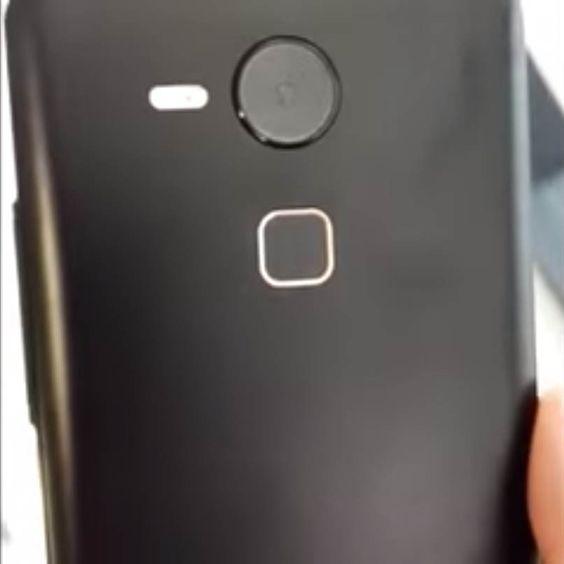 Huawei Nexus : un probable prototype aperçu en vidéo - http://www.frandroid.com/rumeurs/301433_huawei-nexus-possible-prototype-apercu-video  #GoogleNexus, #Huawei, #Rumeurs, #Smartphones