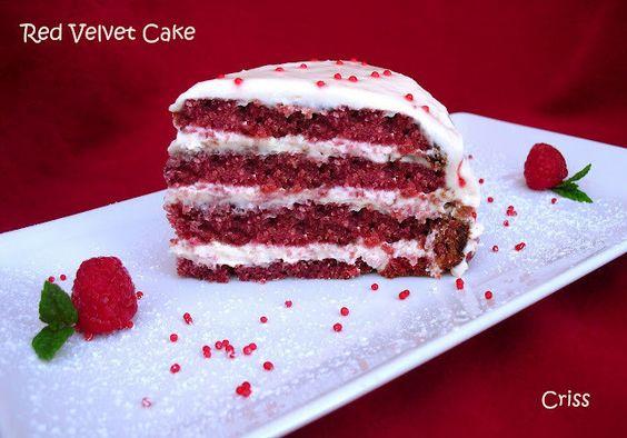 Pink velvet es la clásica tarta de San Valentín muy popular en los EEUU, una  tradición del día de los enamorados que fue llevada por los irlandesa, es de color rosado o rojo intenso que simboliza el amor y su textura es muy suave provocando una sensación muy placentera en el paladar. Un postre romántico para una celebración especial.
