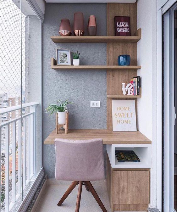 Home office na varanda! O que vocês acham dessa ideia?? Projeto| CW Arquitetura e Design. ⠀ →Use #decormaisdecor. #varanda #balcony #homeoffice #homeofficedecor