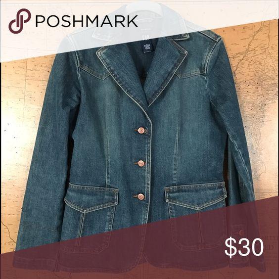 Gap Denim Blazer Like NEW. Stretch denim, 3 button, slightly fitted. GAP Jackets & Coats Jean Jackets